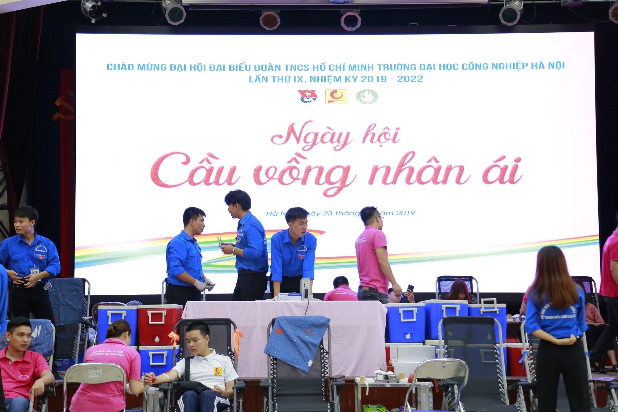 Đoàn viên thanh niên nhà trường tiếp tục hiến tặng 721 đơn vị máu tại Ngày hội Cầu vòng nhân ái năm 2019