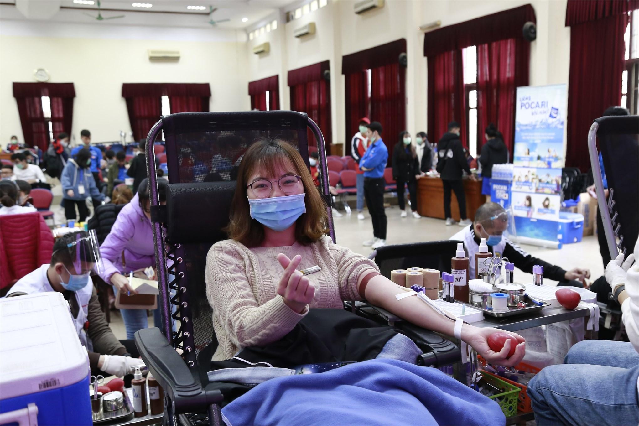 CBVC, sinh viên nhà trường hiến tặng 521 đơn vị máu tại Ngày hội Cầu vồng nhân ái năm 2020