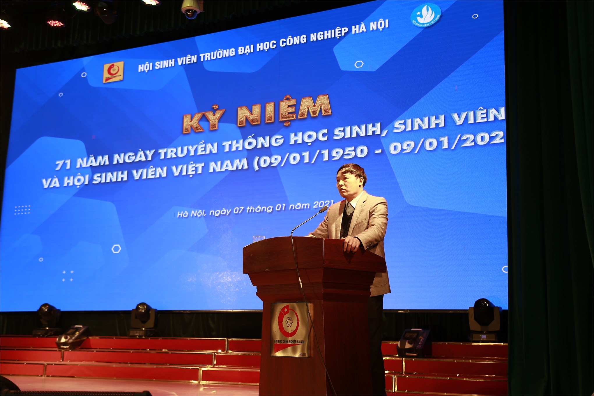 """Kỷ niệm 71 năm Ngày truyền thống học sinh sinh viên và Hội Sinh viên Việt Nam (09/01/1950 - 09/01/2021) và tuyên dương """"Sinh viên 5 tốt"""" cấp trường năm học 2019 - 2020"""