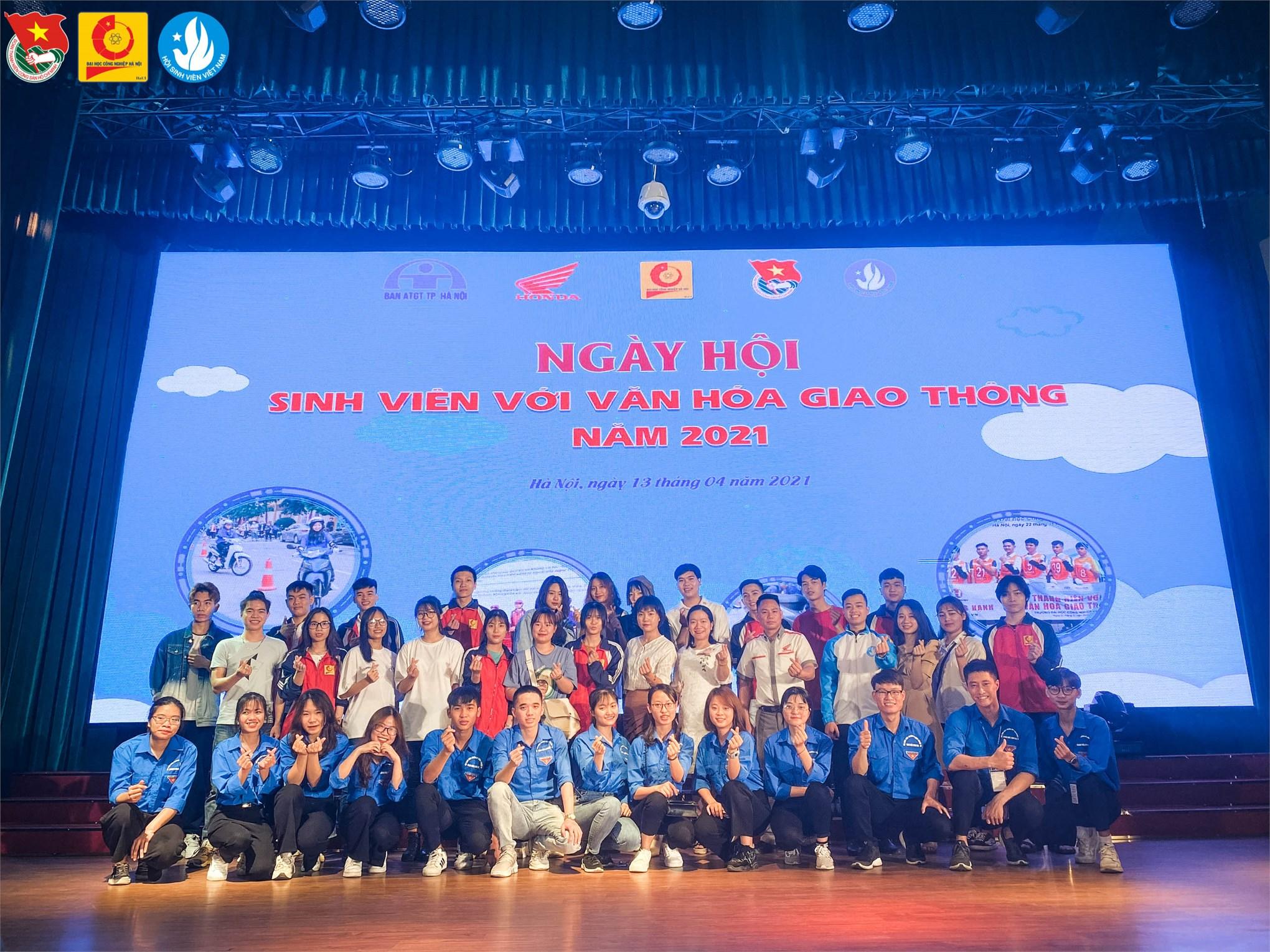 """Tưng bừng """"Ngày hội Sinh viên với văn hóa giao thông"""" năm 2021"""